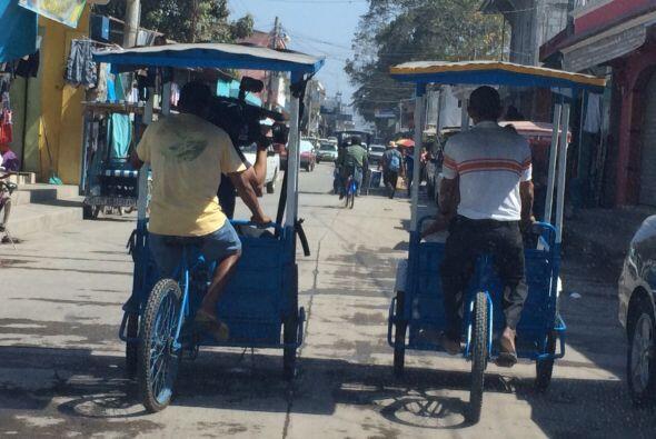 Ahí el transporte público son 3000 bici taxis y se vive del comercio.