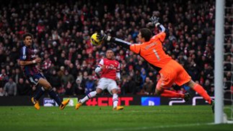 Asmir Begovicsalva un tiro de Oxlade Chamberlain en la victoria del Arse...