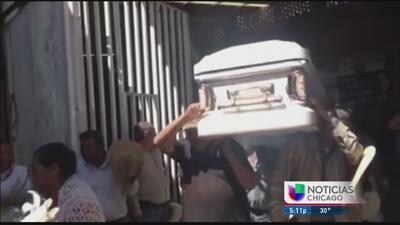 Llegan a México los restos de la familia asesinada en Gage Park