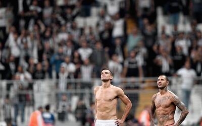 Pepe (izquierda) y Ricardo Quaresma tras un juego de Champions League co...