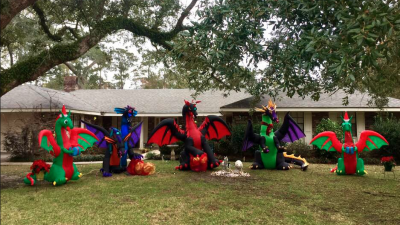 """Esta familia cambió a Santa por unos dragones y ahora los vecinos la acusan de pertenecer a """"cultos demoníacos"""""""