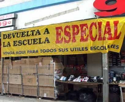 Como en ciudades hispanas, las ventas según la temporada hacen parte tam...