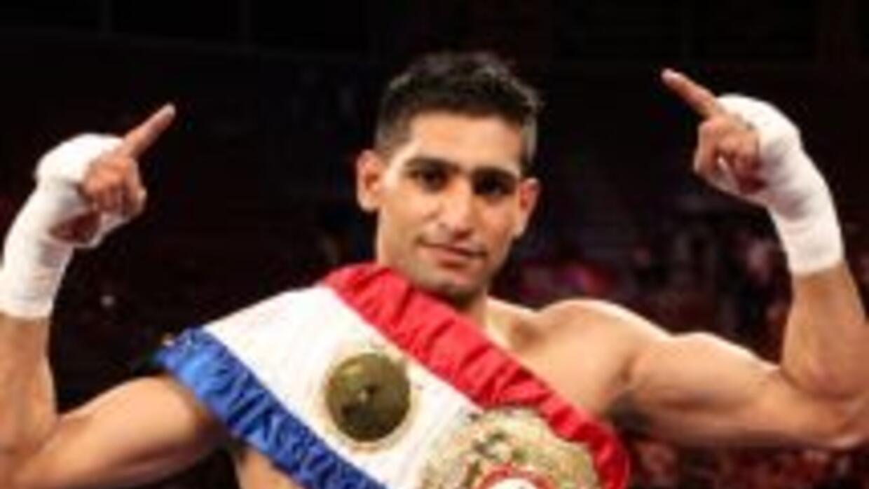 Khan defendió con éxito por quinta ocasión su título al derrotar en cinc...