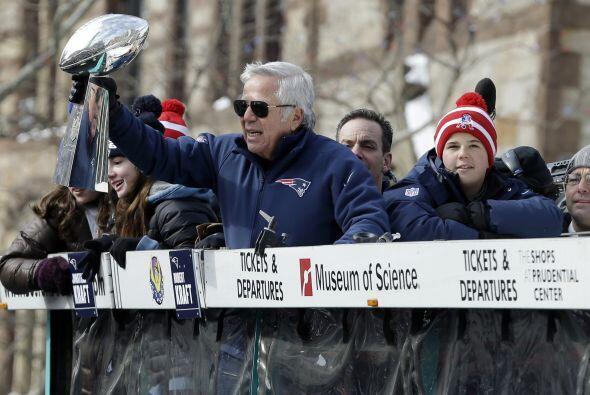 El propietario de los Patriots muy entusiasmado por la proeza realizada...