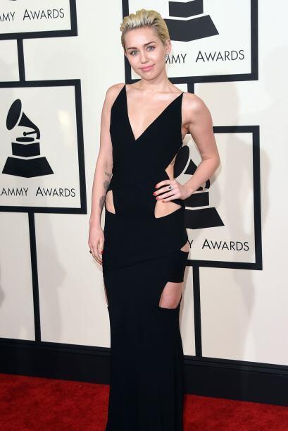 El 'cut-out' sedujo a Miley Cyrus, bien por ese vestido que tenía...