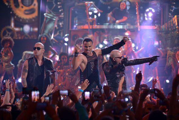 ¡Dale! Pitbull ft. Wisin y Mohombi hicieron una fiesta espectacula...