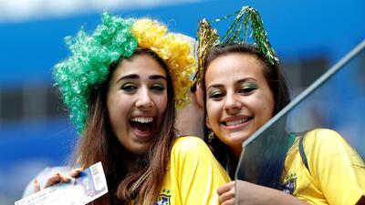 El Brasil-Costa Rica brilló desde las tribunas con las fanáticas de sus países