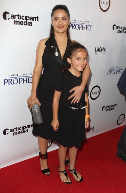 La hija de Salma Hayek siempre está sonriente ante las cámaras.