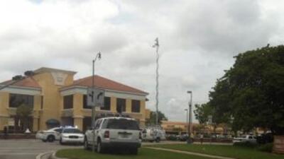 La entrada Granada de Coral Gables y la Calle Ocho estuvieron paralizada...