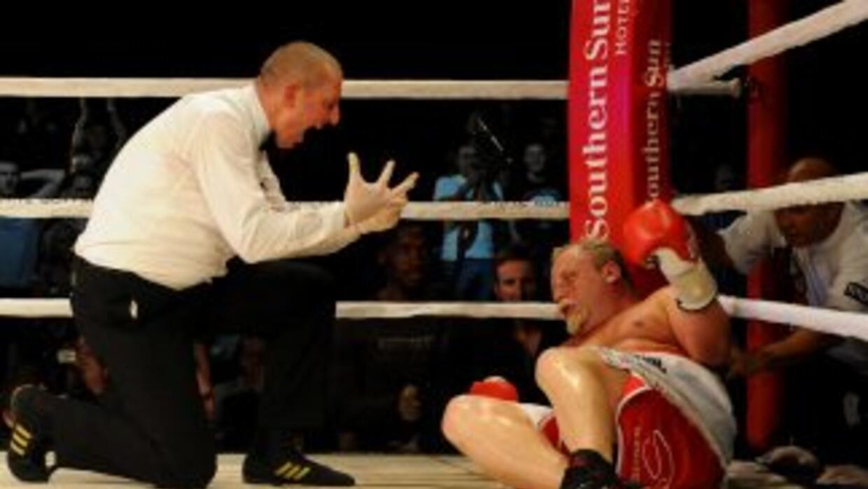 Francois Botha perdió por nocaut y no pudo ganar el título pesado de la...