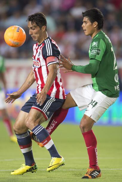 Aldo de Nigris (7).- El delantero del Guadalajara no perdió su lugar con...