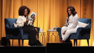 Ante miles de personas, Michelle Obama presenta en Chicago su libro de memorias 'Becoming'