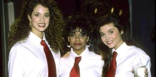 Kelly era porrista y la chica más popular de la escuela. Inseparable tam...