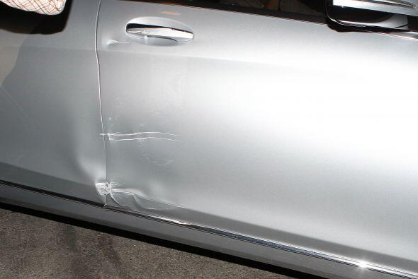 El conductor hizo algunas maniobras para escabullirse, pero chocó contra...