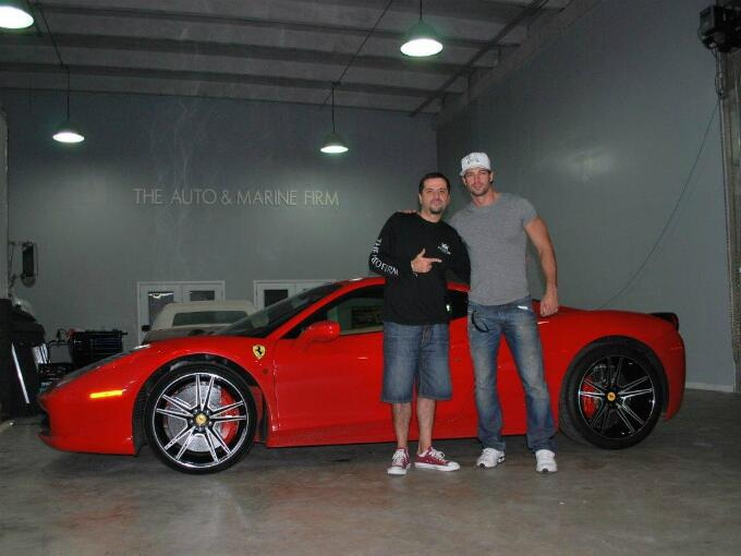 Conoce los espectaculares coches de William Levy