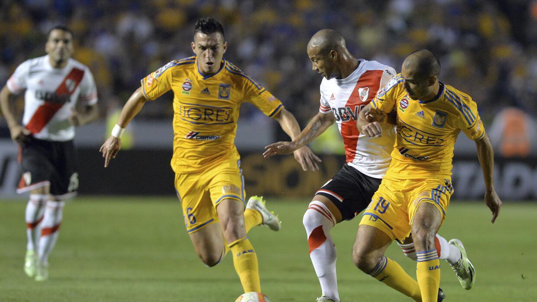 Juegan el juego de ida de la final de la Copa Libertadores