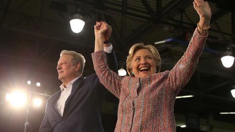 Al Gore hace campaña a favor de Hillary Clinton por primera vez para bus...