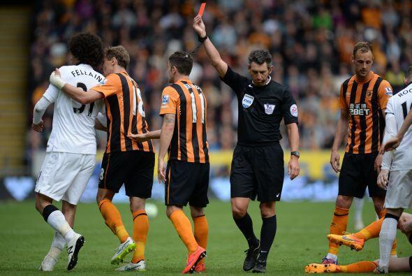 Hull City se volco al ataque después de la expulsión de Fellaini al minu...