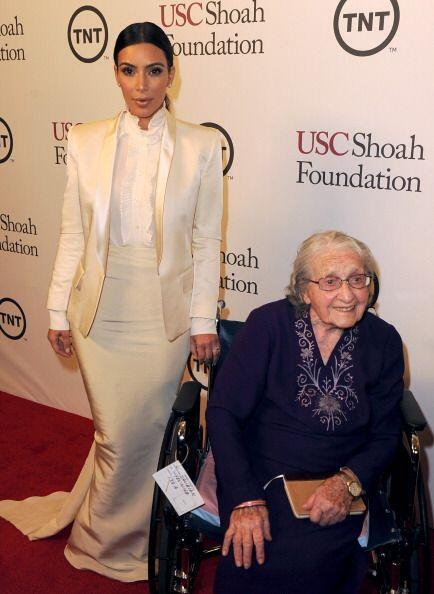 Para la gala de la Fundación Shoah, Kim optó por lucir un 'tuxedo' blanco.