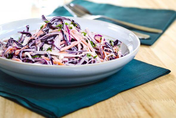 Agrega sal, pimienta y el aderezo, ¡y a la mesa!
