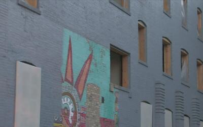 Protestan por la desaparición de los murales de Casa Aztlán en Pilsen
