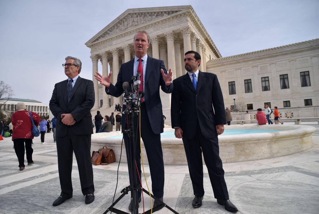 Los argumentos en la Corte Suprema. El abogado Bob Hilliard, que represe...