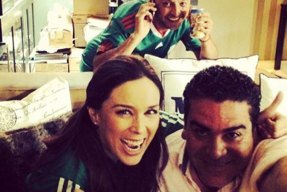 Jacky Bracamontes feliz al inicio del partido. Todo sobre el Mundial de...