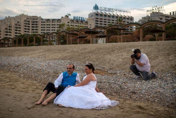 Por lo regular el vestido de novia y el traje del novio quedan destruido...