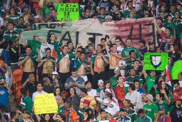 La afición mexicana llenó el estadio y el apoyo para el Tri fue impresio...