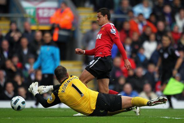 Javier Hernández volvió a ser fundamental. Peleó ca...