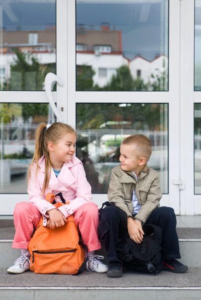 5. Para un chico tímido, llegar a un lugar lleno de gente desconocida pu...