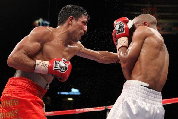 En pelea de peso welter, Ouali fue derrotado por Jones en el séptimo round.