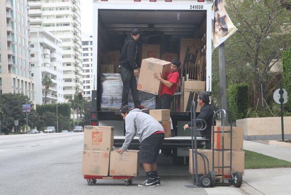 Encontraron camiones de mudanza afuera del apartamento de Sofía Vergara.