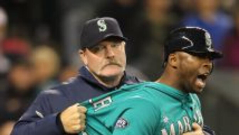 El guardabosques de Seattle, Bradley, furioso al ser expulsado del juego...