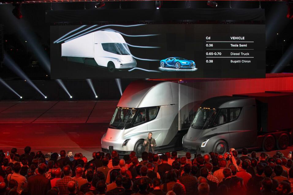 Con un par de imágenes la Pickup Tesla dio al traste con los pronósticos...