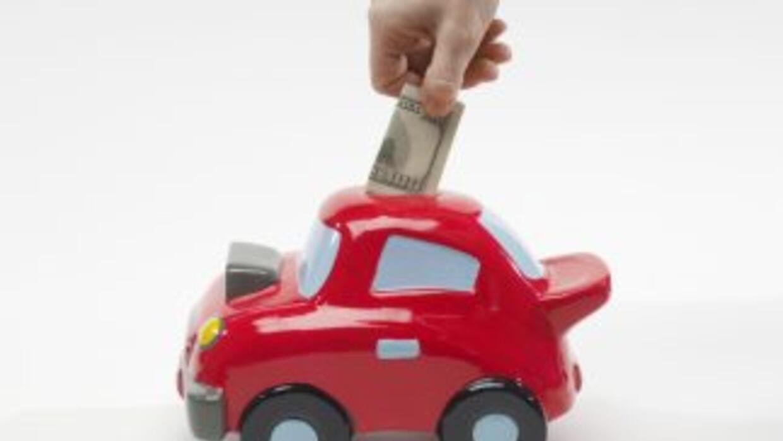 Descubre cinco estrategias para ahorrar dinero en los gastos de tu auto....