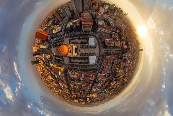 No podía faltar la ciudad de México, esta fotografía es del Monumento a...