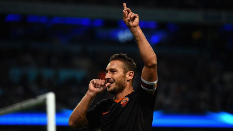 Francesco Totti marcó un gol al City y se convirtió en el jugador de may...