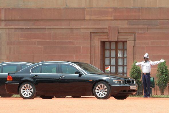 India:El Primer Ministro de India, Manmohan Singh tiene un Mercedes-Benz...