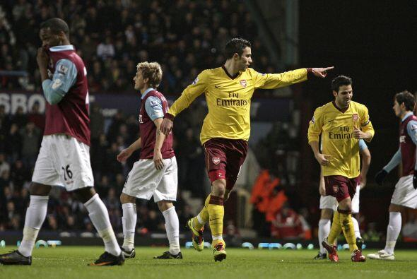 El holandés Robin Van Persie anotó el primer gol cuando el partido tenía...