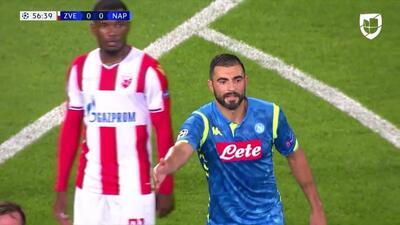 Tarjeta amarilla. El árbitro amonesta a Raúl Albiol de Napoli