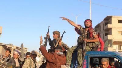 Imagen del lunes 16 de octubre, con soldados de la coalición contra el t...