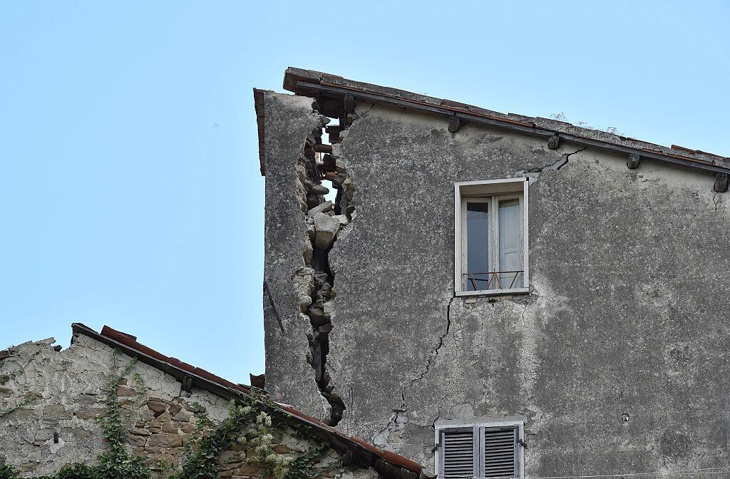 Potente terremoto estremece el centro de Italia y Roma arcuata7.jpg