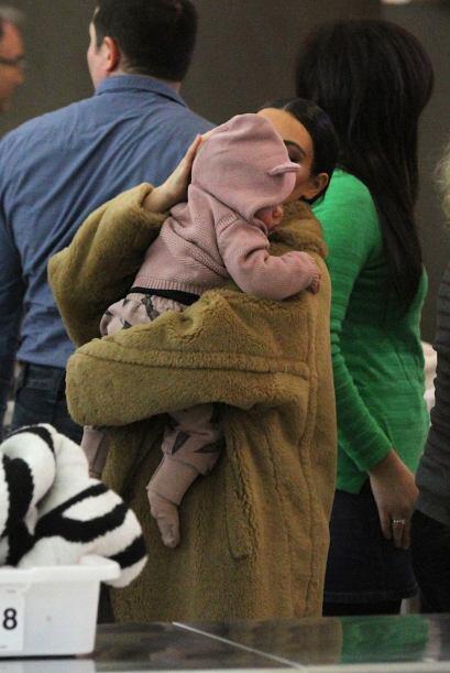 Después de la revisión se hizo cargo de su nena. Mira aqu&...