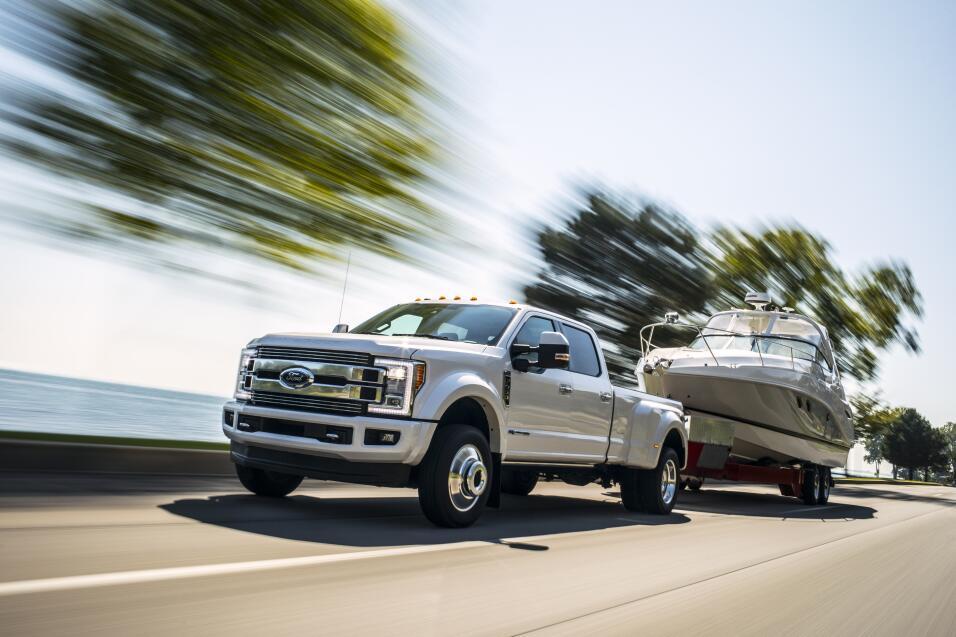 Ford creó una gorra inteligente para que los camioneros no manejen con s...