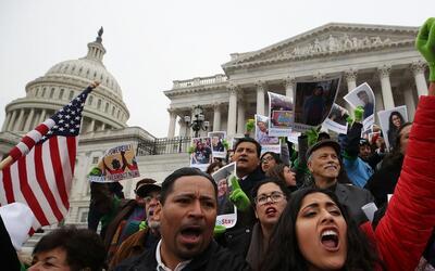 Dreamers durante una protesta en diciembre en las afueras del Capitolio...