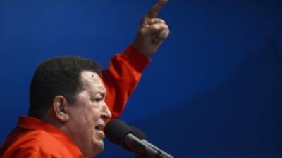 El presidente de Venezuela, Hugo Chávez, durante un acto de campaña elec...