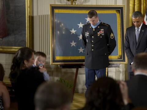 El presidente estadounidense, Barack Obama, y el sargento de la Marina R...