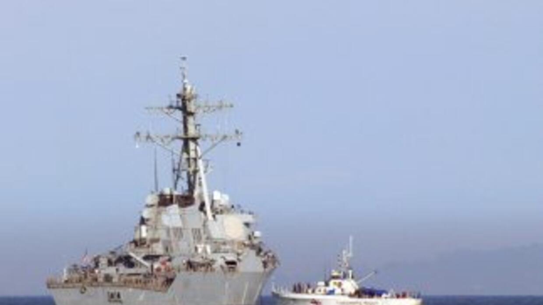 El USS Barry espera órdenes del Departamento de Defensa desde algún punt...