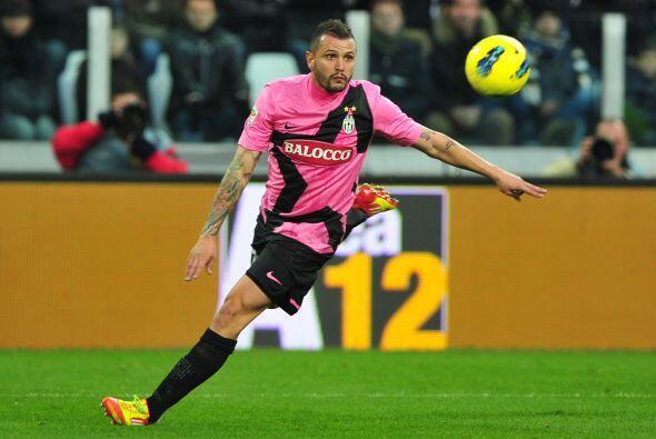 Pasamos a la media cancha y está otro italiano, Simone Pepe.